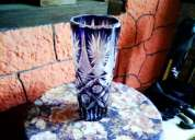Vendo jarron de vidrio tallado grueso