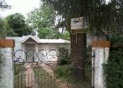 Casa de material en buen estado con amplio terreno