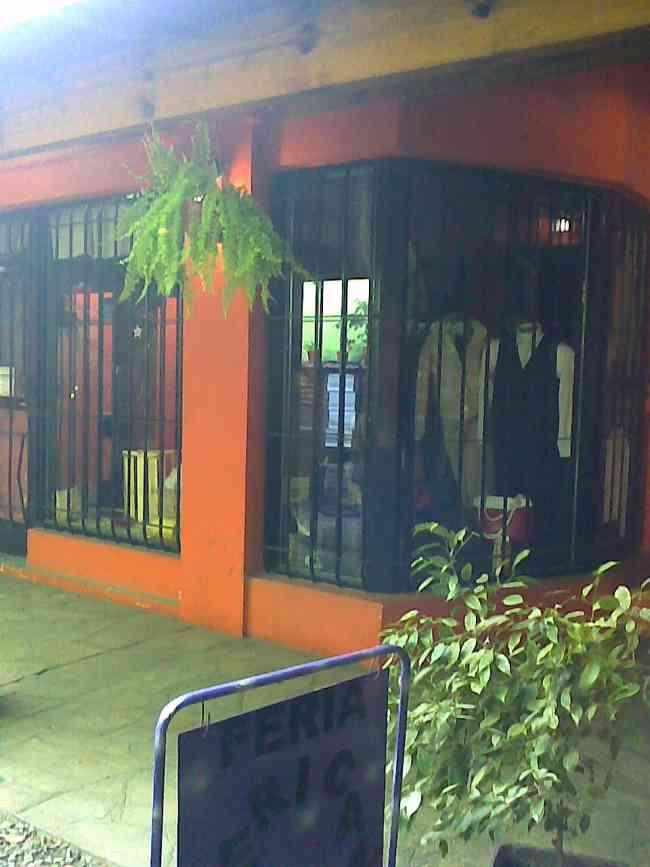 Local comercial chico en Galería La Reja, Glew