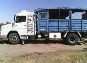 Hermoso camión mercedesbenz