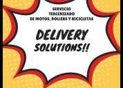 Delivery repartidor con moto y caja de reparto