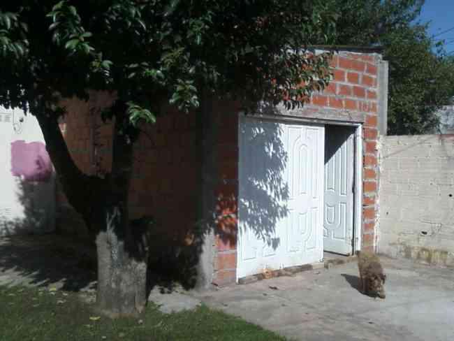 Casa americana en buen estado en Barrio Almafuerte