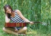 Profesora de guitarra y canto la paternal