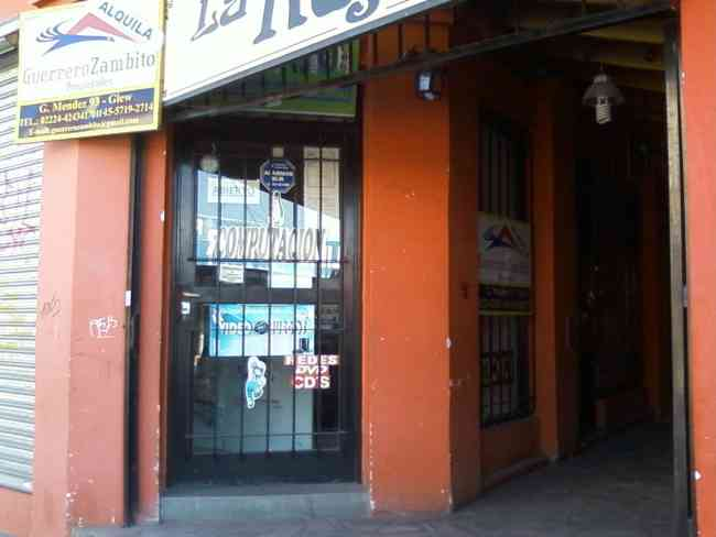 Local comercial a metros de la estación de Glew lado EsteCódigo: Loc-O-71