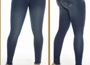 Jeans roto levanta cola colombiano