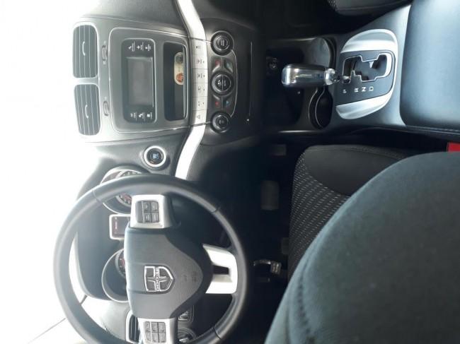 Excelente Dodge Journey SXT mod 2012