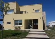 Casa en venta sobre lote interno puertos del lago 4 dormitorios