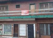 Dueno vende casa centrica con locales comerciales y departamento en primer piso 2 dormitorios