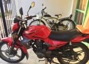 Moto keeway 150 con casco y baulera