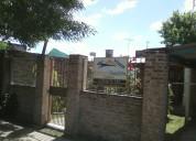 Casa en barrio villa parís sobre calle de tierra
