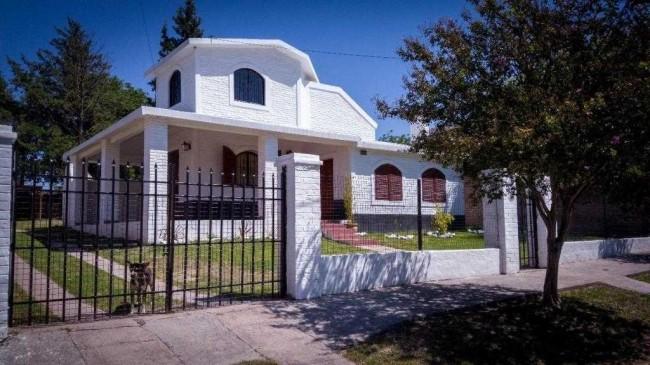 CASA A LA VENTA EN ALTA GRACIA OPORTUNIDAD UNICA EXCELENTE PROPIEDAD 4 dormitorios 670 m2