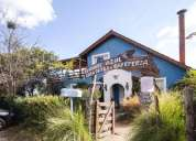 Casa de te el angel azul y vivienda sobre parque de 1500 m2 2 dormitorios